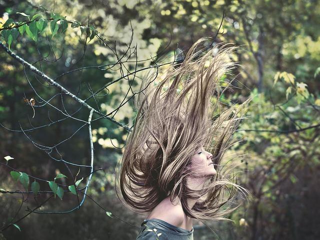 さらりとした前髪、動きのあるサイド。